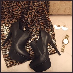 Steve Madden black platform booties in size 9